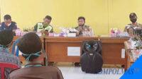 Bhabinkamtibmas Polsek Seginim, Briptu Egi Faroza menanggapi evaluasi program pencegahan pandemi Covid-19 di Desa Padang Lebar, Senin siang.