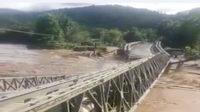 Jembatan roboh diterjang banjir