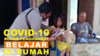 Bhabinkamtibmas Polsek Kota Manna menyambangi salah satu warga yang tengah mendampingi anaknya menjalani kegiatan belajar di rumah