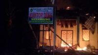 Kebakaran di Kantor Desa Merambung, Selasa dinihari
