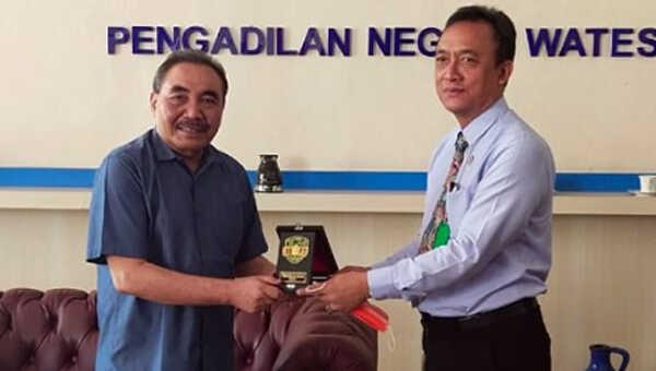 Ketua LPSK (kiri) dan Ketua PN Wates