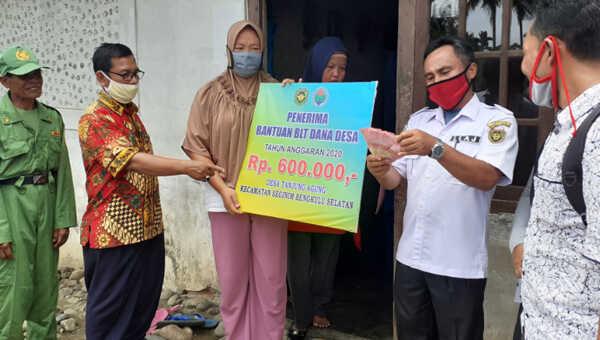 Pendistribusian BLT Dana Desa Tanjung Agung