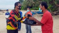 Penyerahan paket bantuan sembako kepaada nelayan Tanjung Ular