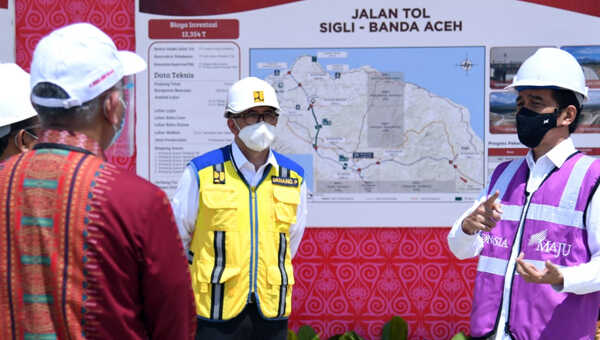 Presiden Joko Widodo meresmikan jalan tol ruas Sigli-Banda Aceh Seksi 4, menghubungkan Indrapuri-Blang Bintang, saat kunjungan kerja ke Aceh