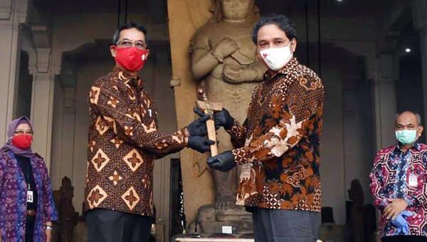 Keris pusaka asal Bugis diserahkan Sekretariat Presiden kepada Museum Nasional Indonesia, di Jakarta, Kamis, 27 Agustus 2020