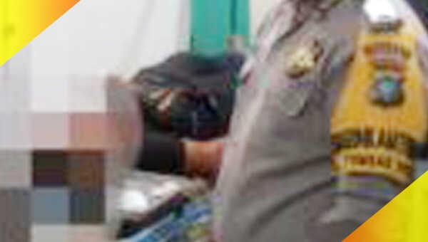 Edi Sitompul (26) akhirnya dirujuk ke RSUD, setelah petugas medis Puskesmas Sekar Biru menilai luka di lehernya cukup serius