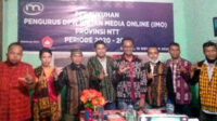 Segenap pengurus DPW NTT di PKBM Bintang Flobamora, Kupang, usai mengikuti pengukuhan virtual oleh Ketua Umum IMO-Indonesia