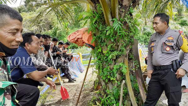 Kapolres Bengkulu Selatan meminta para tokoh masyarakat desa sekitar danau memberi pencerahan kepada warganya masing-masing, bahwa burung bangau dilindungi undang-undang