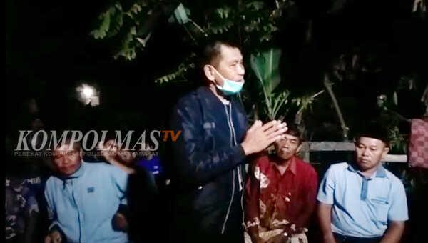 Kapolsek Seginim IPTU Tamsir Hasan menyampaikan himbauan kepada keluarga dan tetangga korban untuk meredam situasi mencekam pasca penikaman yang tewaskan Hadi