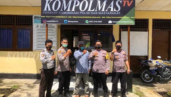 Wakapolres Bengkulu Selatan Polda Bengkulu Kompol Sugeng HP SH (kedua dari kanan) mengunjungi kantor redaksi KompolmasTV