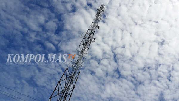 Pihak berkompeten didesak segera membongkar tower Base Transceiver Station (BTS) ini, karena membahayakan masyarakat dan lingkungan sekitar
