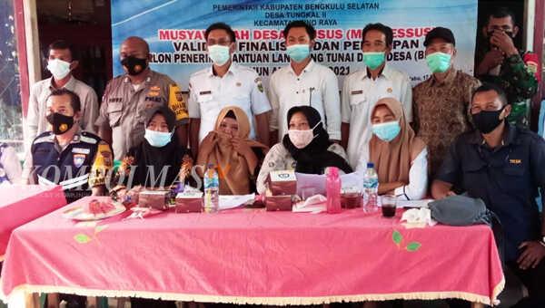 Pemerintah desa, BPD dan unsur Tripika usai menghadiri Musdessus Tungkal II