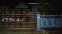 Situasi rumah UE di Gang Melati, yang sempat ditinggali pasien selama seminggu rawat jalan di RSU HD, Kamis malam